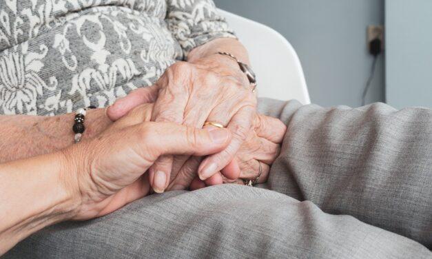¿Dónde estudiar para cuidar personas mayores?
